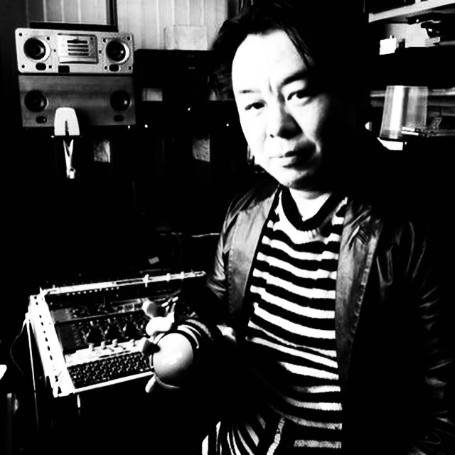 Isao Kumano with the SMB-02 at the phonon studio 2.jpg